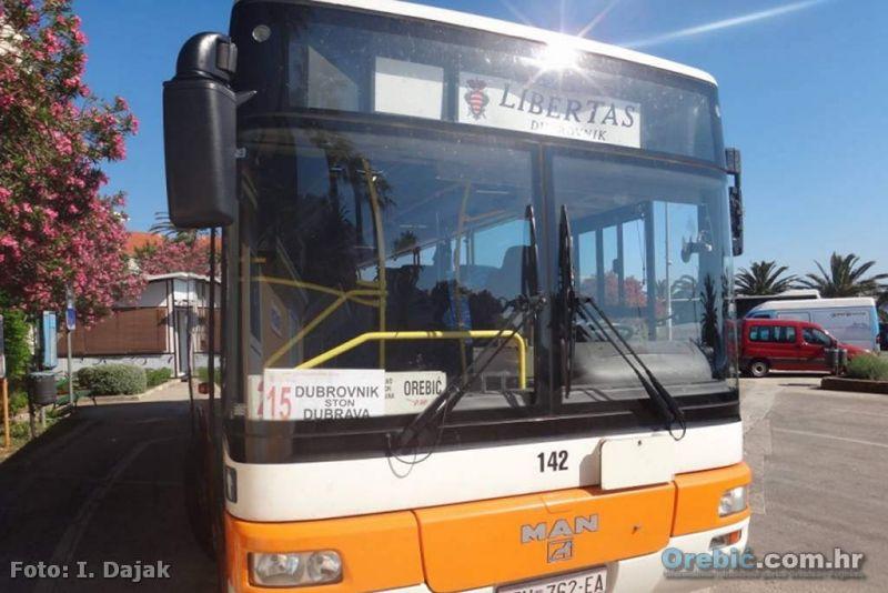 Autobus Libertasa na stajalištu u Orebiću