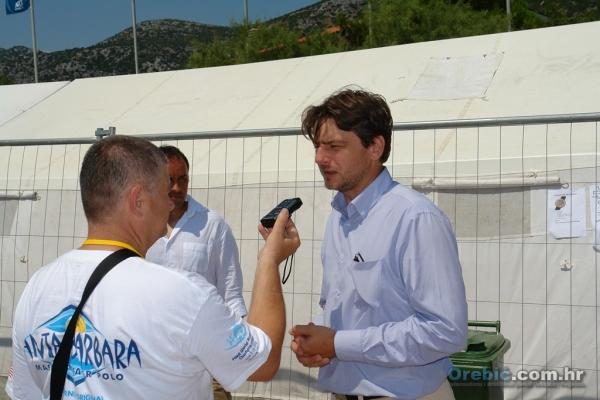 Ministar Lorencin daje izjave novinarima na Liberanu