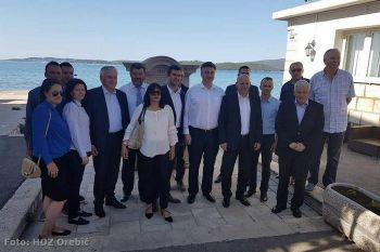 Plenković s članovima orebićkog HDZ-a