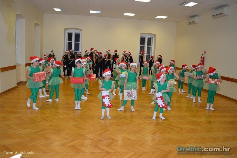 S koncerta Orebićkih mažoretkinja