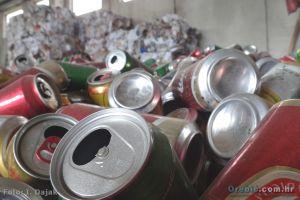 Ilustracija: limenke na reciklaži