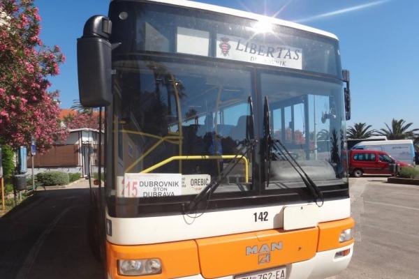 Autobus 'Libertasa' na stajalištu u Orebiću