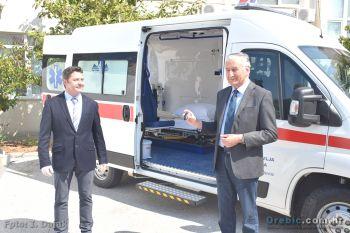 Formalna primopredaja ključeva novog sanitetskog vozila: župan Dobroslavić i ravnatelj Fabris