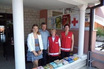 Volonteri Crvenog Križa, s načelnikom Općine i direktoricom TZ Orebić