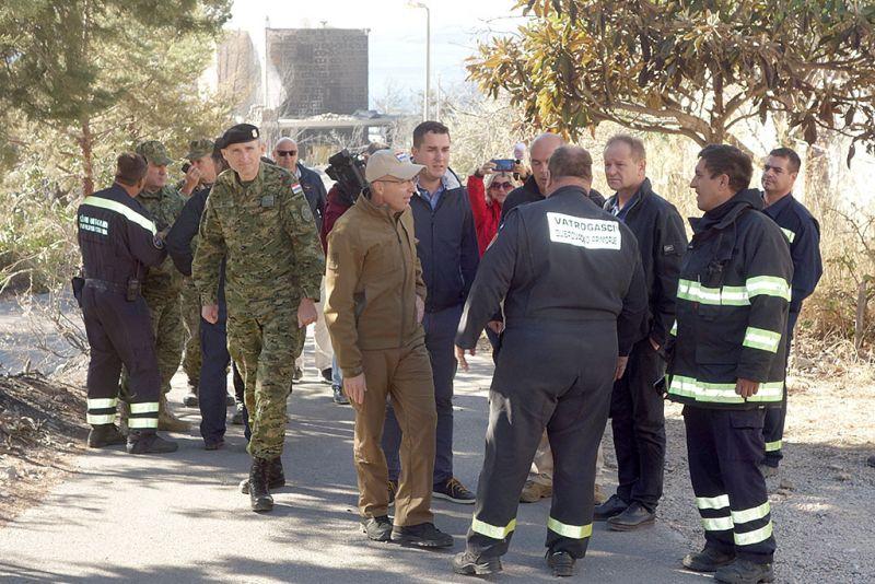 Ministar Krstičević u obilasku oštećenih obiteljskih kuća u Stankovićima