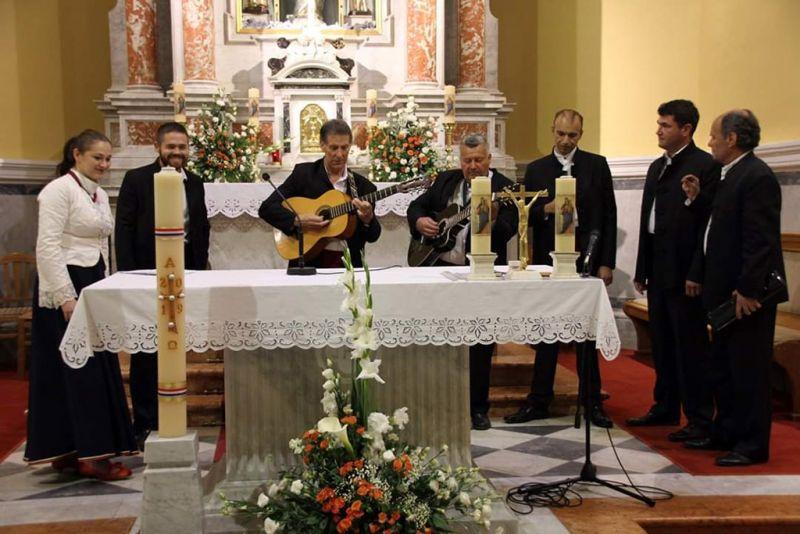 Klapa 'Geta' na nastupu u orebićkoj župnoj crkvi