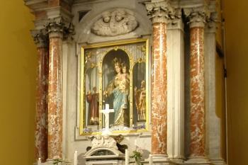 Oltar u crkvi Pomoćnice kršćana u Orebiću