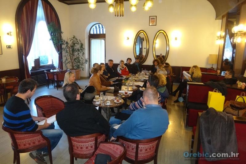 Članovi PPS kluba u kavani Hotela Korčula