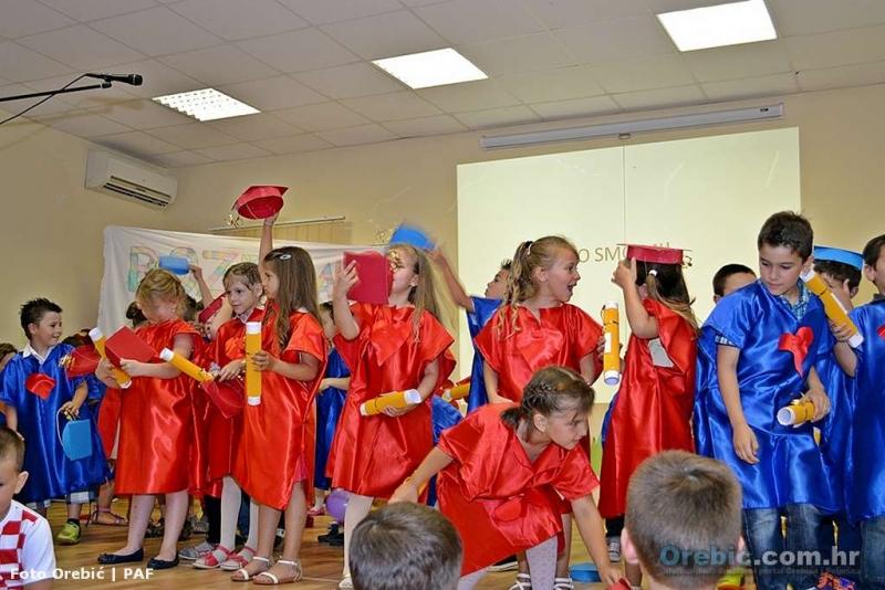 Mali 'diplomirani' vrtićanci na svojoj završnoj priredbi