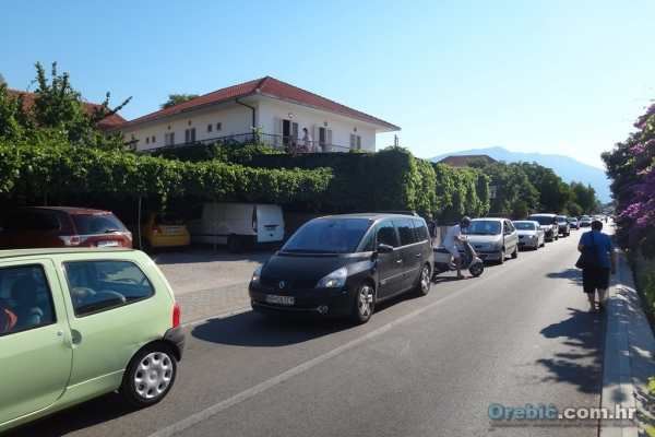 Kolone automobila u Orebiću u kolovozu