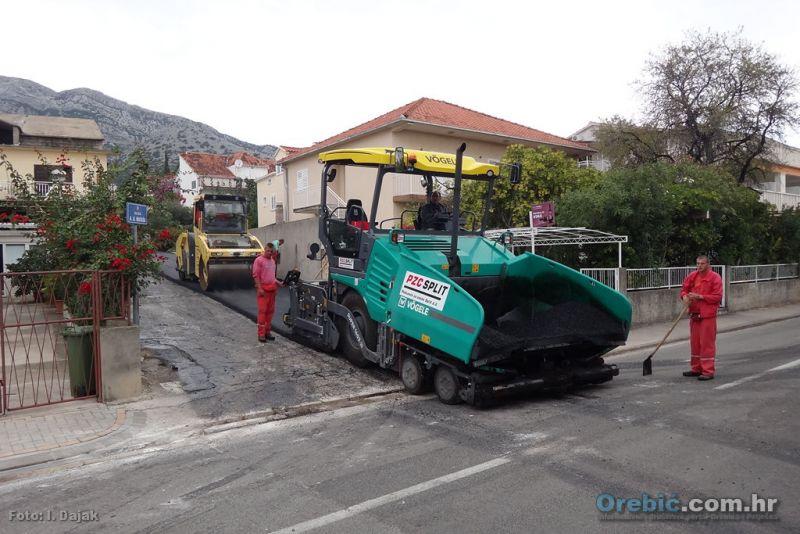 Nakon Trstenčke i Zvonimirove danas je novi asfalt dbila ulica A.G. Matoša