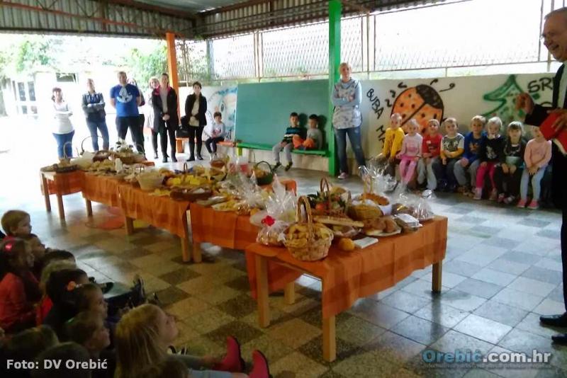 Polaznici Dječjeg vrtića Orebić obilježili Dane kruha