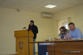 Ilustracija: Goran Palihnić na sjednici Općinskog vijeća