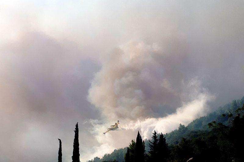 Canadair u akciji tijekom požara u Orebiću