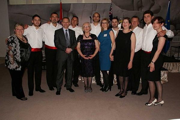 Članovi klape Geta s djelatnicima australske ambasade u Hrvatskoj