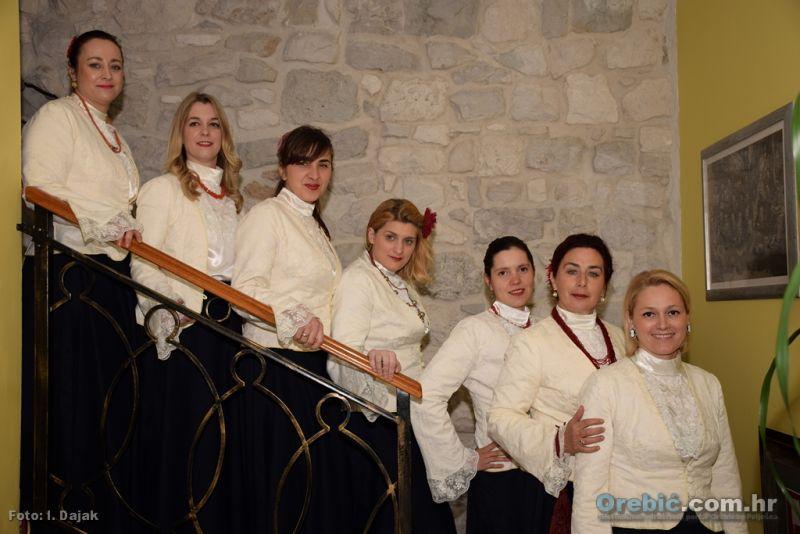 Ženska klapa Nava na nedavno održanom 'Uskršnjem doručku' u Orebiću