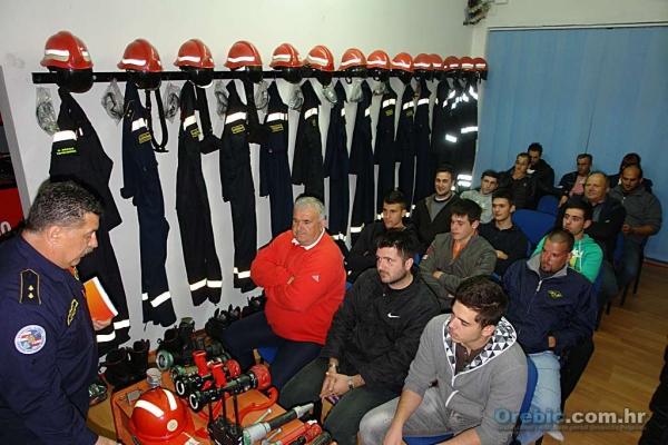 S tečaja za buduće vatrogasce u DVD-u Orebić