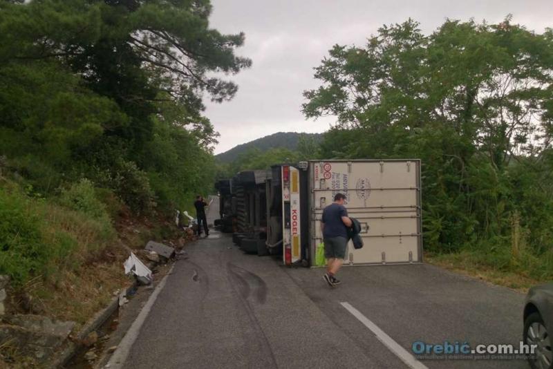 Vozač je iz neutvrđenih razloga izgubio kontrolu nad kamionom