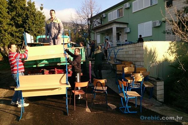 Djelatnici OŠ Orebić i roditelji volonteri u akciji preseljenja