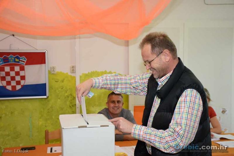 Nešto prije 16 sati na biralištu u DV Orebić svoje je biračko pravo iskoristio i Tomislav Ančić, načelnik Općine Orebić