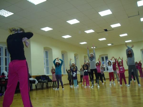 Teku pripreme 'Božićnog plesnog koncerta' orebićkih mažoretkinja