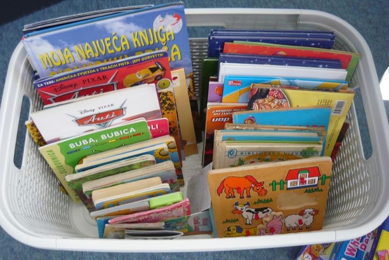 Prikupljanje knjiga za djecu Gunje u Narodnoj knjižnici Orebić
