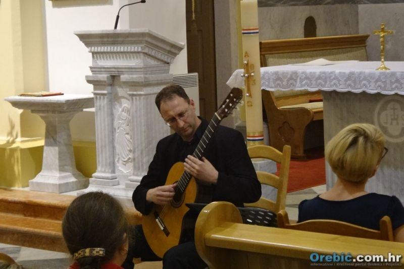 Tomislav Žerovnik na gitari - Duo Arioso